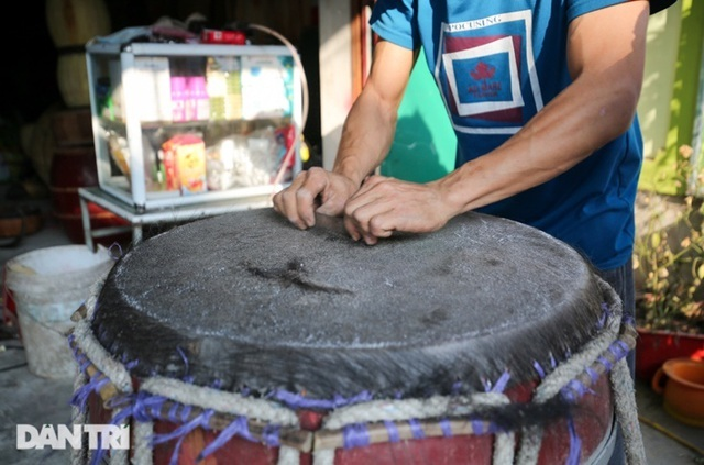 Back to where the biggest drum was made in Vietnam, the whole village was chiseled from morning to night - photo 10