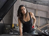 Tuổi 42 của minh tinh ''Fast and Furious'' Michelle Rodriguez