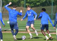 Trụ cột sung sức, Arsenal sẵn sàng chiến Leicester City